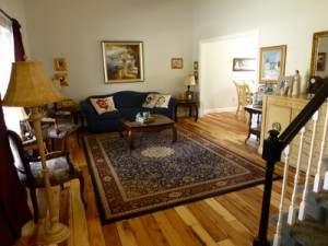 make your living room inviting & comfortable with a hardwood floor